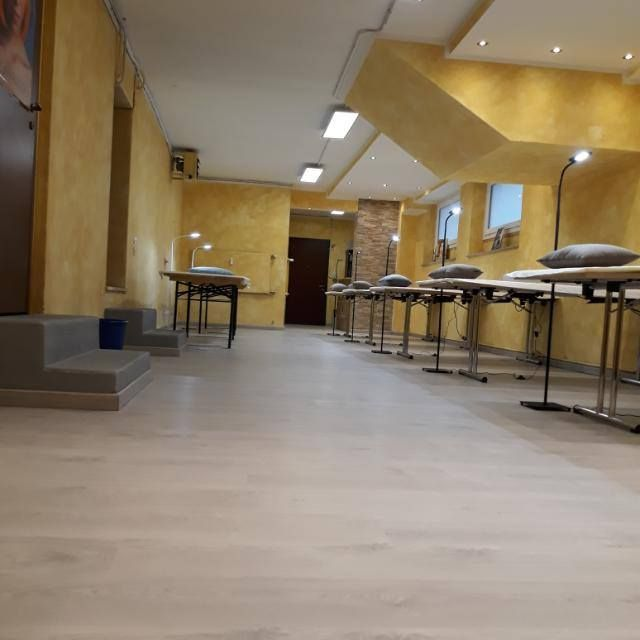 Sala corsi Bano Marco Varese con set massaggi